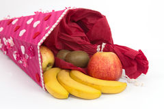 Entonnoir de papier avec des fruits Image stock
