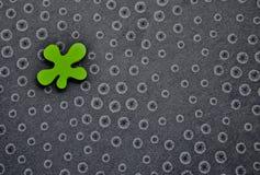 Entoure le fond avec la forme verte irrégulière Photos libres de droits