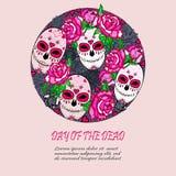 Entourez le concept avec le crâne de sucre et les roses roses Photographie stock