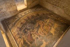 Entré av Polyphemus på villan Romana del Casale, piazza Armerina royaltyfri foto