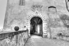 Entrée à l'intérieur de château dans Cesky Krumlov image libre de droits