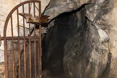 Entrée à la caverne Photos libres de droits