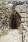Entrée à la caverne chez Mycenae photographie stock libre de droits