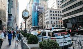 Entrée à la tour célèbre d'atout à Manhattan inférieure, New York City Image stock
