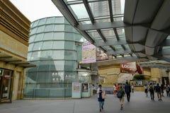 Entr?e ? Mori Art Museum et ? l'observatoire Roppongi Hills est un projet de d?veloppement ? Tokyo photographie stock