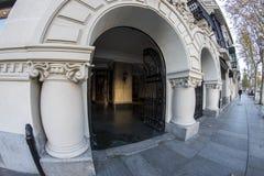 Entrée à un bâtiment sur Calle Serrano à Madrid image libre de droits