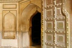 Entrée à un beau fort ambre en Inde Photos libres de droits