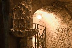 Entrée à un tunnel allumé Photographie stock