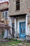 Entrée à un vieux bâtiment à Flórina, Grèce images stock