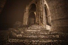 Entrée à une église médiévale antique située dans Erice dans la province de Trapani Image stock