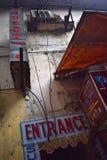 Entrée à une pension au centre de Delhi images libres de droits
