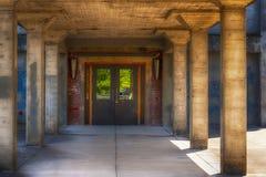 Entrée à une vieille construction Photo libre de droits