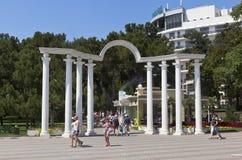 Entrée au boulevard de Lermontovsky - voûte de l'amour dans la station touristique de Gelendzhik, région de Krasnodar, Russie Image stock