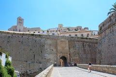 Entrée au château d'Eivissa le jour ensoleillé image libre de droits
