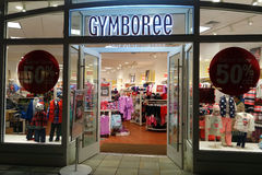 Entrée au magasin de Gymboree comportant 50% outre du magasin entier Photo libre de droits