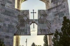 Entrée au monastère d'Echmiadzin avec l'autel extérieur Photo stock