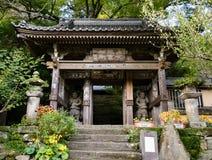 Entrée au temple bouddhiste de Fukiji sur la péninsule de Kunisaki, Japon Photographie stock