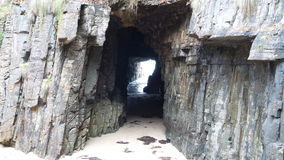 Entrée cachée à une plage cachée Photographie stock libre de droits