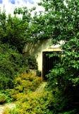 Entrée cachée de tunnel. Image libre de droits