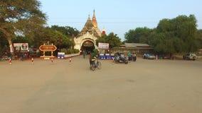 Entrée d'Ananda Phaya Temple dans Myanmar clips vidéos