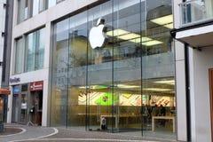 Entrée d'Apple Store à Francfort images stock