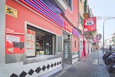 Entrée d'enseigne au néon du wagon-restaurant 66 de restaurant Images stock