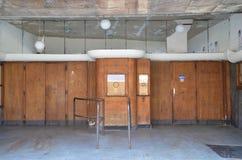 Entrée d'un vieux cinéma abandonné dans Genk en Belgique image stock
