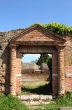 Entrée d'une vieille maison romaine Image libre de droits