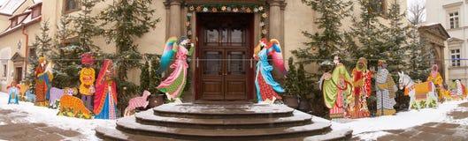 Entrée dans l'église catholique pendant le Noël. Images stock