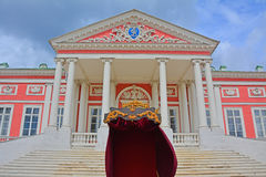 Entrée dans le palais en bois dans le domaine de Kuskovo à Moscou Photo stock
