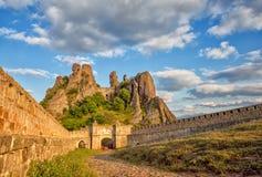 Entrée de forteresse de Belogradchik et les roches Image libre de droits