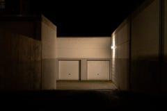 Entrée de garage la nuit Photographie stock libre de droits