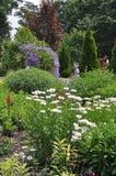 Entrée de jardin colorée par lavande Images libres de droits