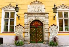 Entrée de la vue OD à la maison de confrérie de point noir à Tallinn, Estonie photographie stock libre de droits