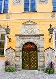 Entrée de la vue OD à la maison de confrérie de point noir à Tallinn, Estonie photos stock