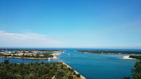 Entrée de lacs skyline @ Image stock