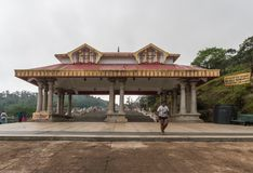 Entrée de Mandapam chez Talakaveri, ressort de Kaveri River, Inde Photographie stock libre de droits