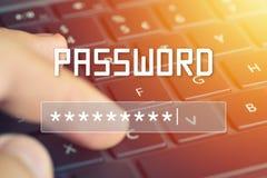 Entrée de mot de passe sur l'écran brouillé de fond Protection par mot de passe contre des pirates informatiques Images stock