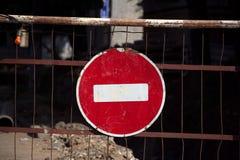 Entrée de panneau routier interdite photos stock