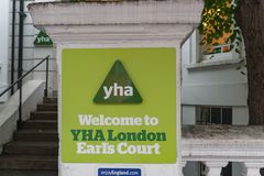 Entrée de pension de YHA Londres Earl's Court Images libres de droits