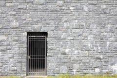 Entrée de porte sur le mur en pierre Photo libre de droits