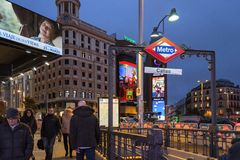 Entrée de souterrain à Madrid photos stock