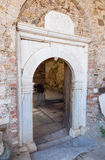 Entrée de St John Baptist Church dans le village de Sirince, province d'Izmir, Turquie Photos stock