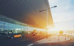 Entrée de terminal d'aéroport moderne Images stock