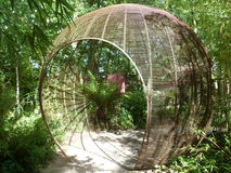 Entrée de tunnel de globe de jardin Photos stock