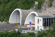 Entrée de tunnel sur une autoroute Photo libre de droits