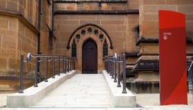 Entrée de Weelchair à la cathédrale Image stock