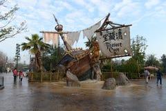 Entrée des pirates des Caraïbe dans Disneyland images libres de droits
