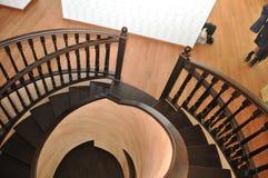 Entrée du 2ème étage à l'escalier en spirale dans la maison Escalier d'Art Nouveau Images libres de droits