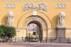 Entrée du bâtiment d'Amirauté dans le St Petersbourg, Russie Photo libre de droits